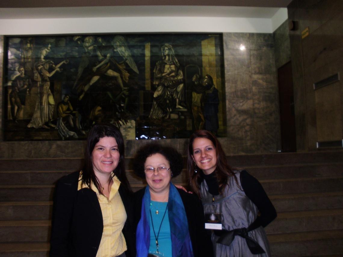 colega da UFF, Graça e Priscila, Conferência sobre Narrativa e Diáspora Portuguesa