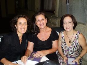 Tânia, Clarissa (autoras-coordenadoras) e Sílvia Backer (PUC-Rio)