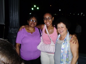Patrícia Costa (aluna letras PUC-Rio) e sua mãe com Graça